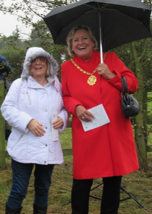 District Councillor Maureen Cummings and Mayoress of Wakefield Grace Keith at the unveiling ceremony